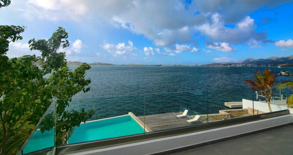 Differences between Saint Martin and Sint Maarten Simpson Bay