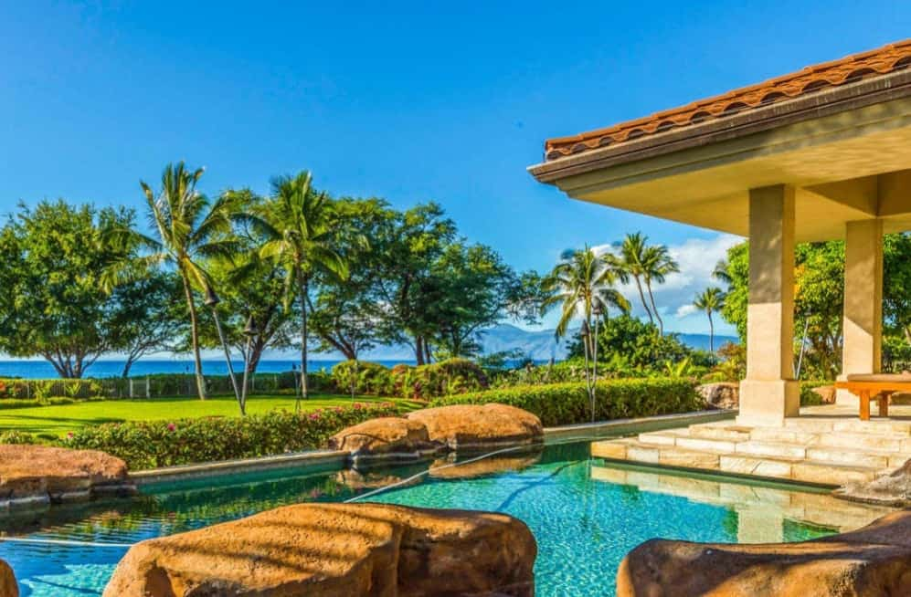 luxury villa rentals in Hawaii