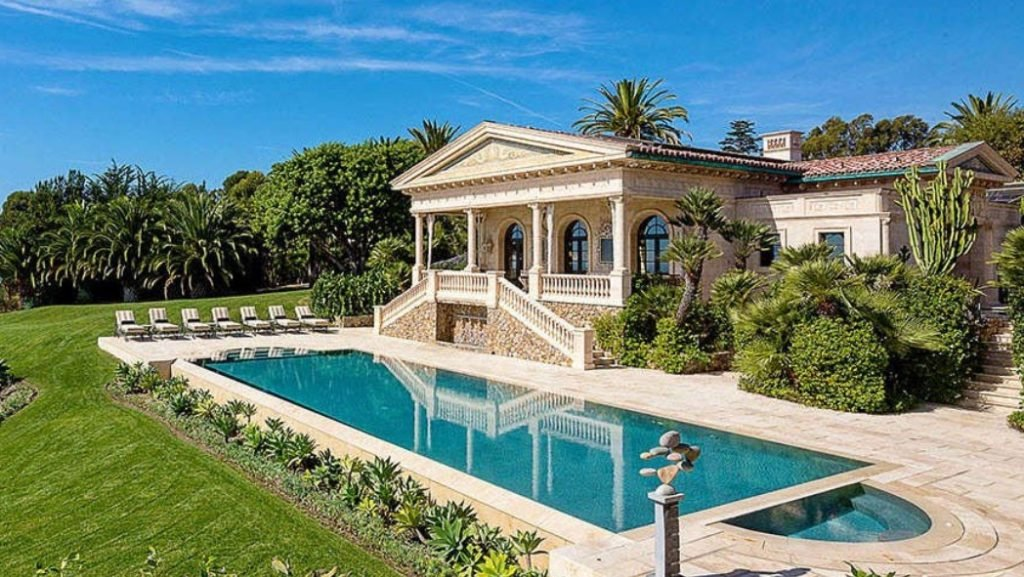 luxury villa rentals in California