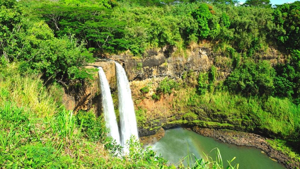 discover twin falls in hawaii