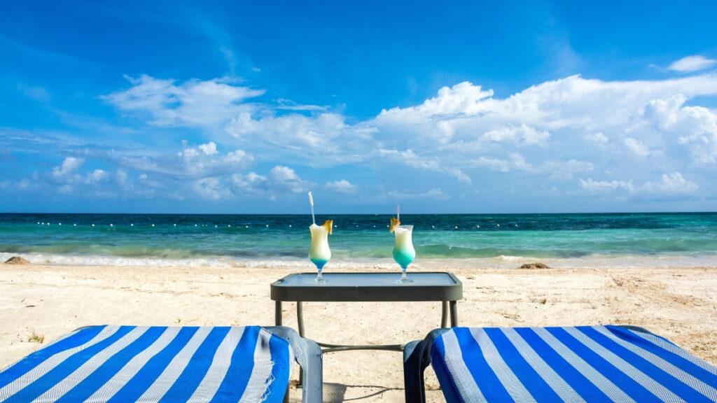 Drinks on the Beach in jamaica