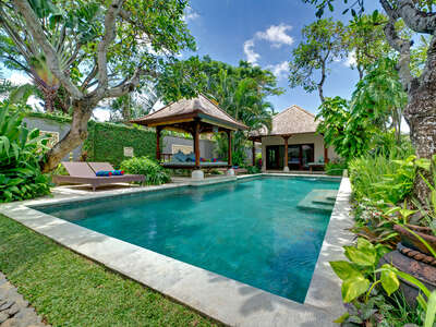 Luxury Villa Photo #1