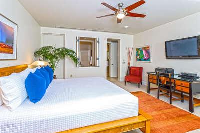 Master Bedroom Suite with En-Suite Private Bath