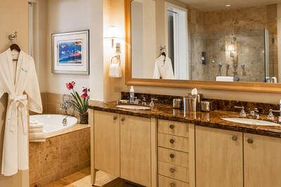 Master Bedroom En-Suite Private Bath