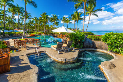 Sun-soaked Ocean View Adult-Use Spa Hot Tub (18 and over) Whirlpool Spa