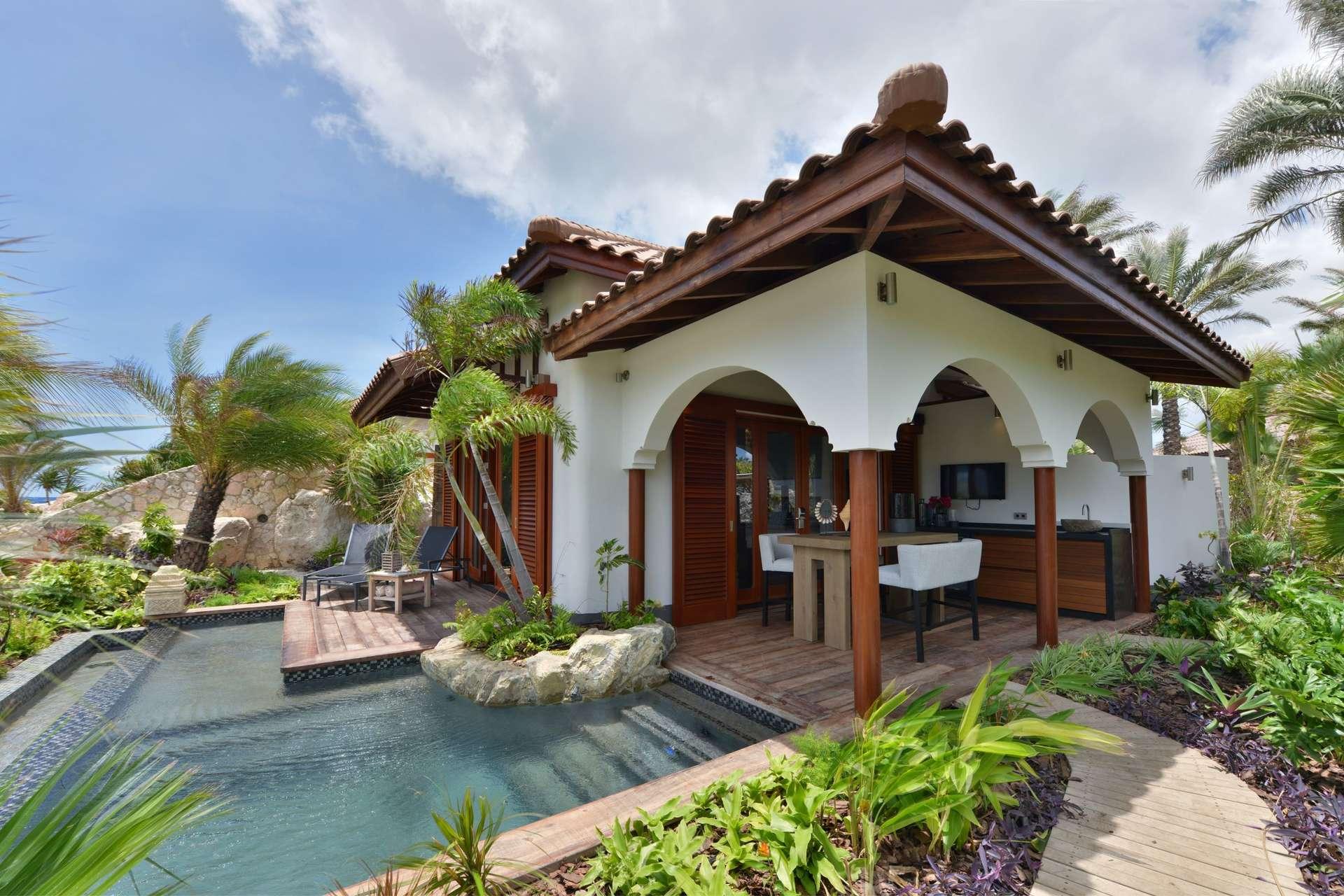 Luxury villa rentals caribbean - Curacao - Baoase luxury resort - No location 4 - Beachfront Pool Suite - Image 1/10