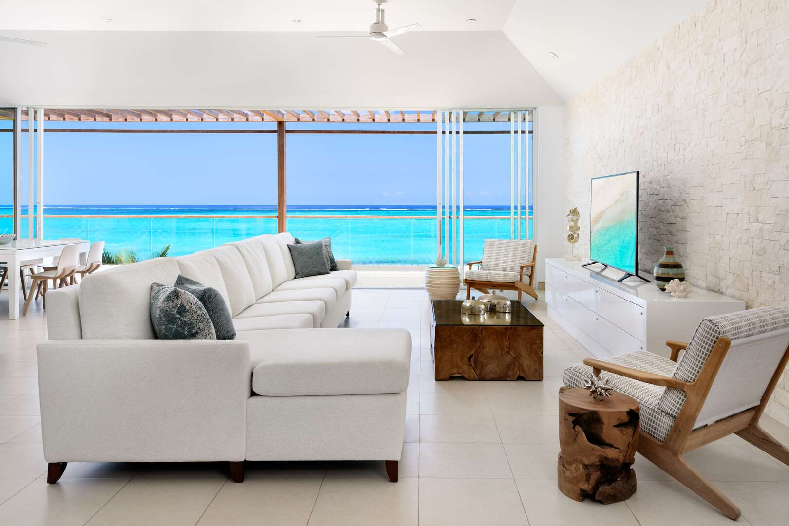 - Oceanfront Penthouse - Image 1/13