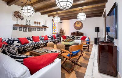 Luxury Villa Photo #24