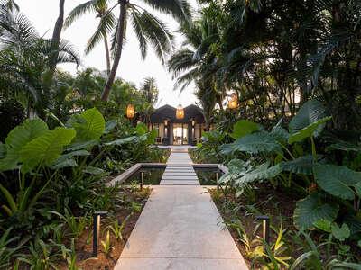 Luxury Villa Photo #6