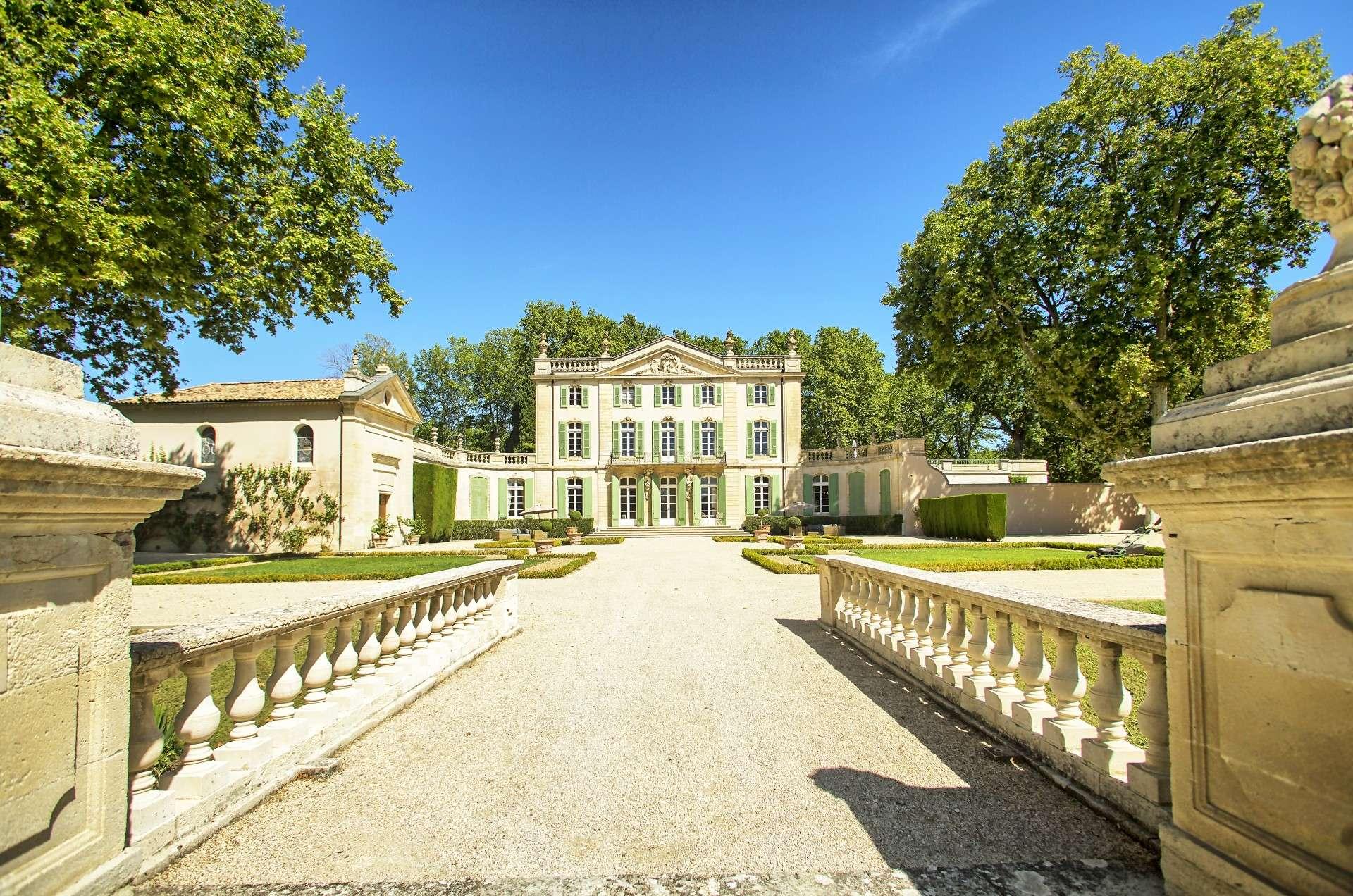 - Chateau Ventoux - Image 1/20