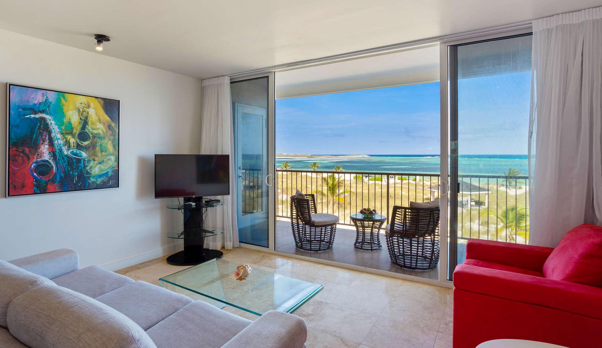 - Deluxe Beachfront | 2 Bedrooms - Image 1/9