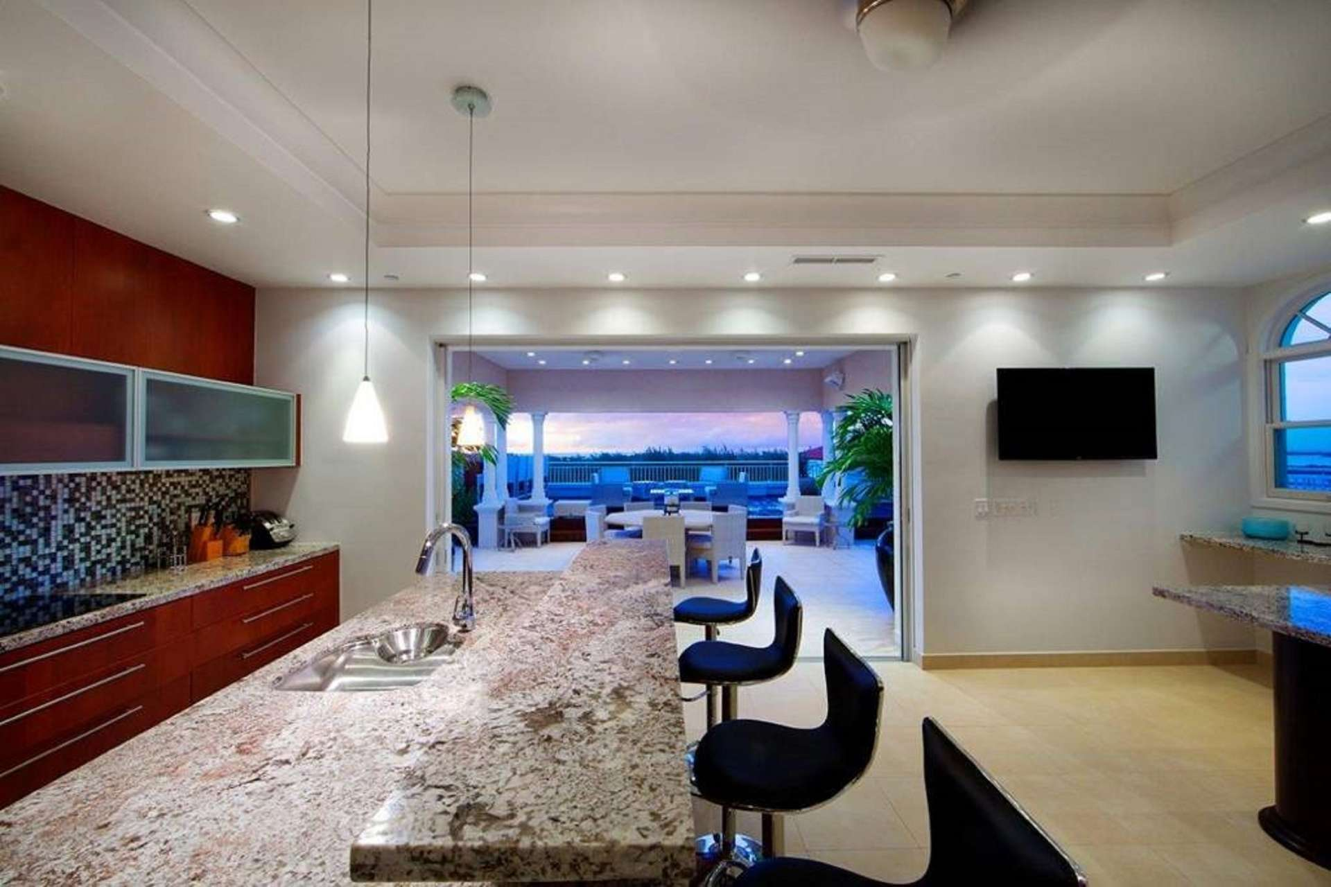 - Deluxe 3 BDM Oceanfront Penthouse - Image 1/16