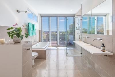 the stunning open plan bathroom