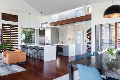 the open plan and well-equipped kitchen