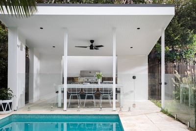 the outdoor entertaining area with alfresco dining