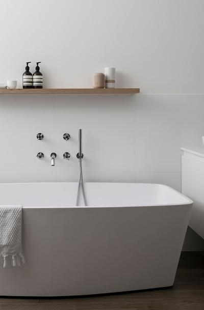modern bath tub in ensuite bathroom