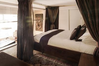 the mezzanine-level bedroom