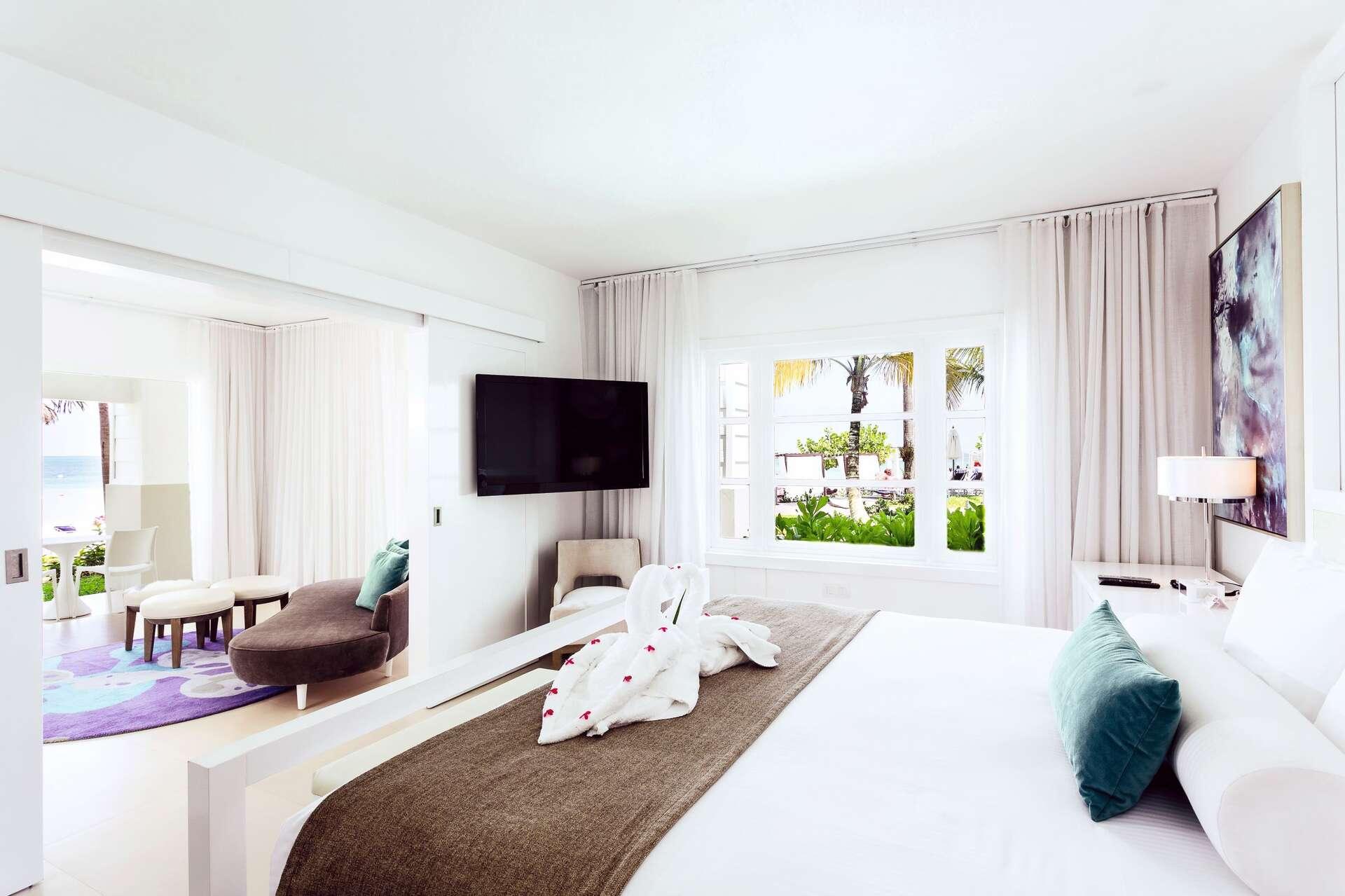 - Beachfront Honeymoon Swim Up Suite - Image 1/11