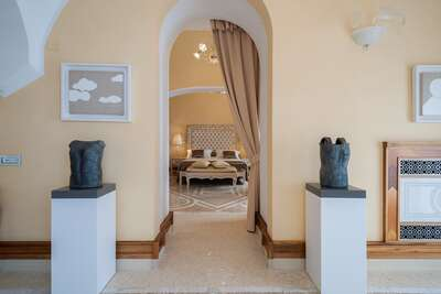 Luxury Villa Photo #40