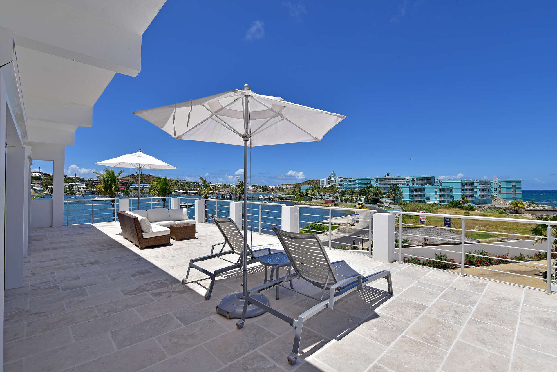 - 2 BDM Penthouse | Coral Beach Club - Image 1/12