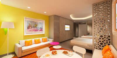 Swim-Up Oceanfront Queen Suite