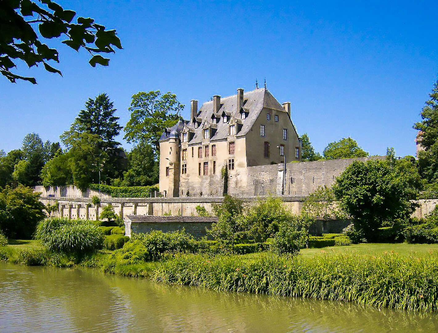- Grand Chateau Nivernais - Image 1/57