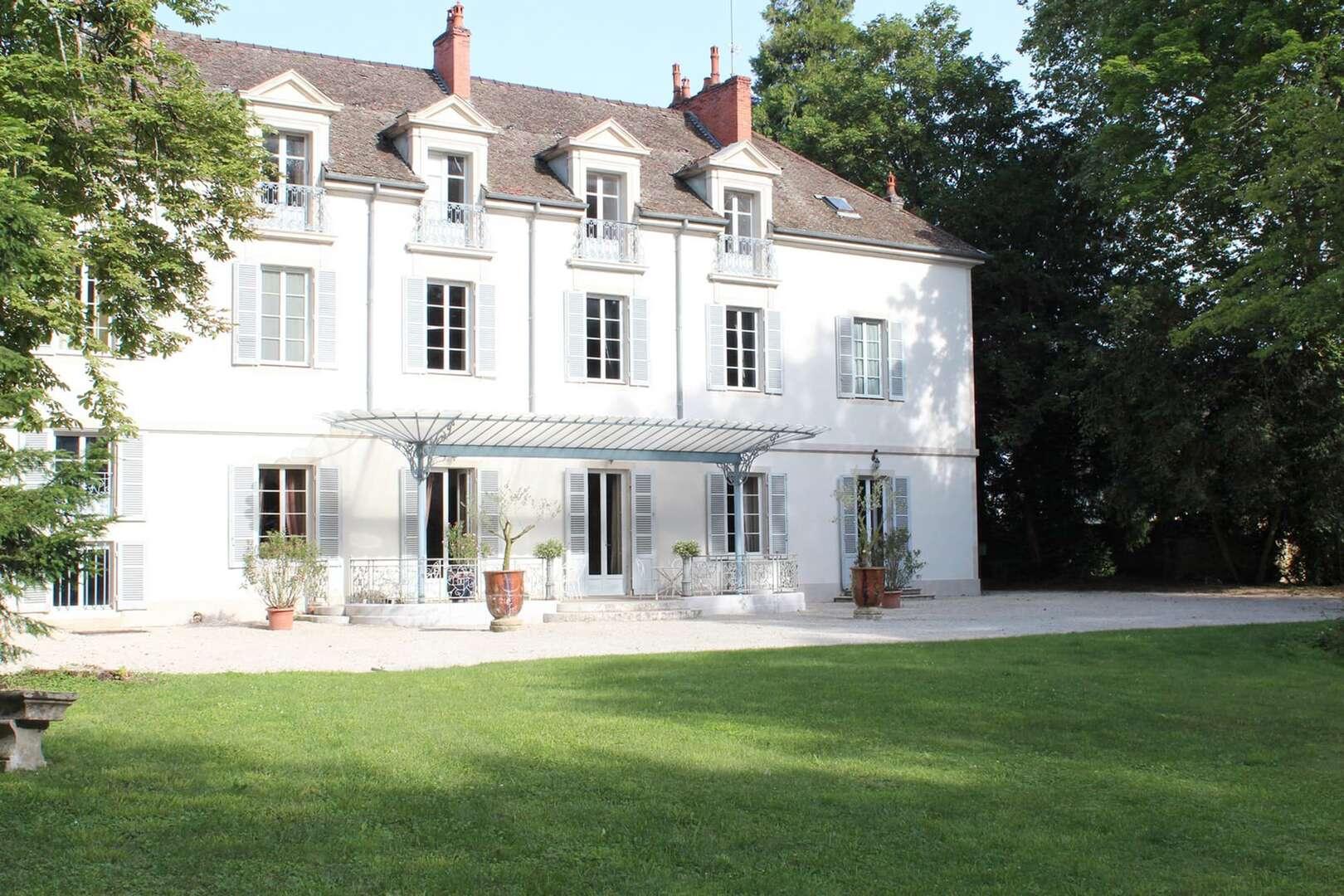 - Chateau Meursault - Image 1/31