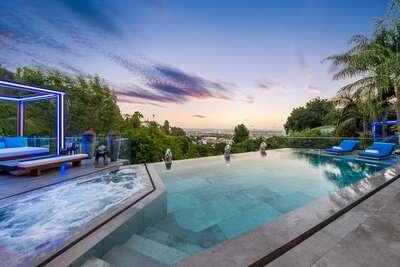 Sunset View Mansion