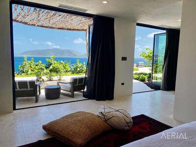 Luxury Villa Photo #30