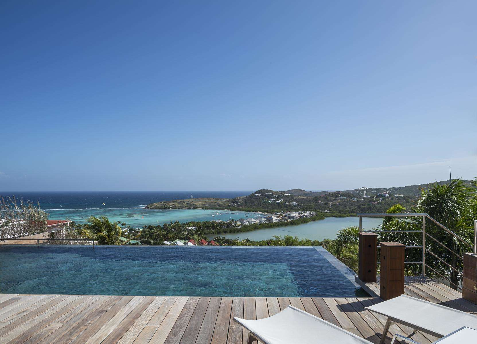 Black pearl marigot st barts rental escapes for Marigot beach st barts
